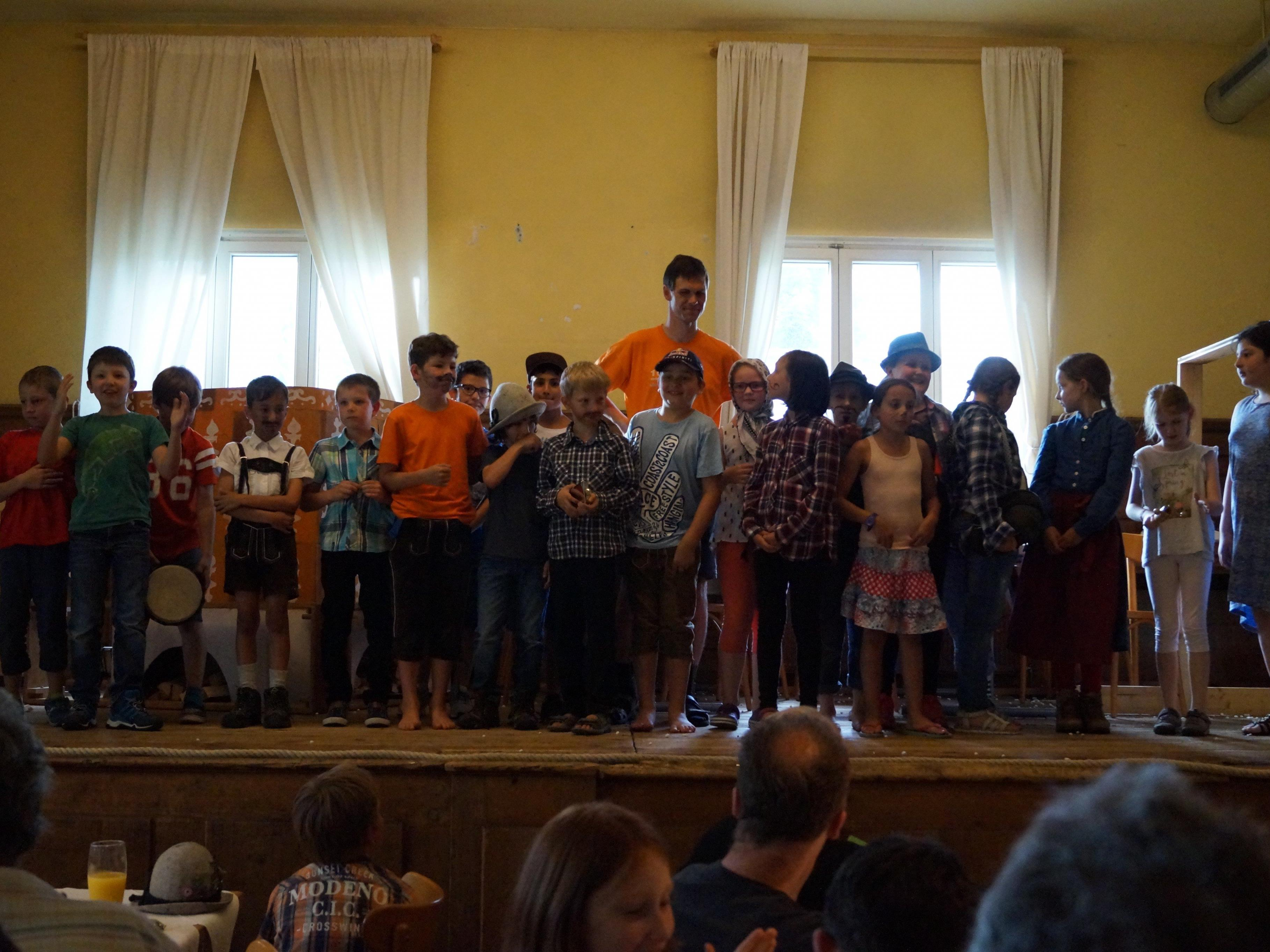 Alle 23 Kinder der Klasse meisterten ihre Rollen souverän.