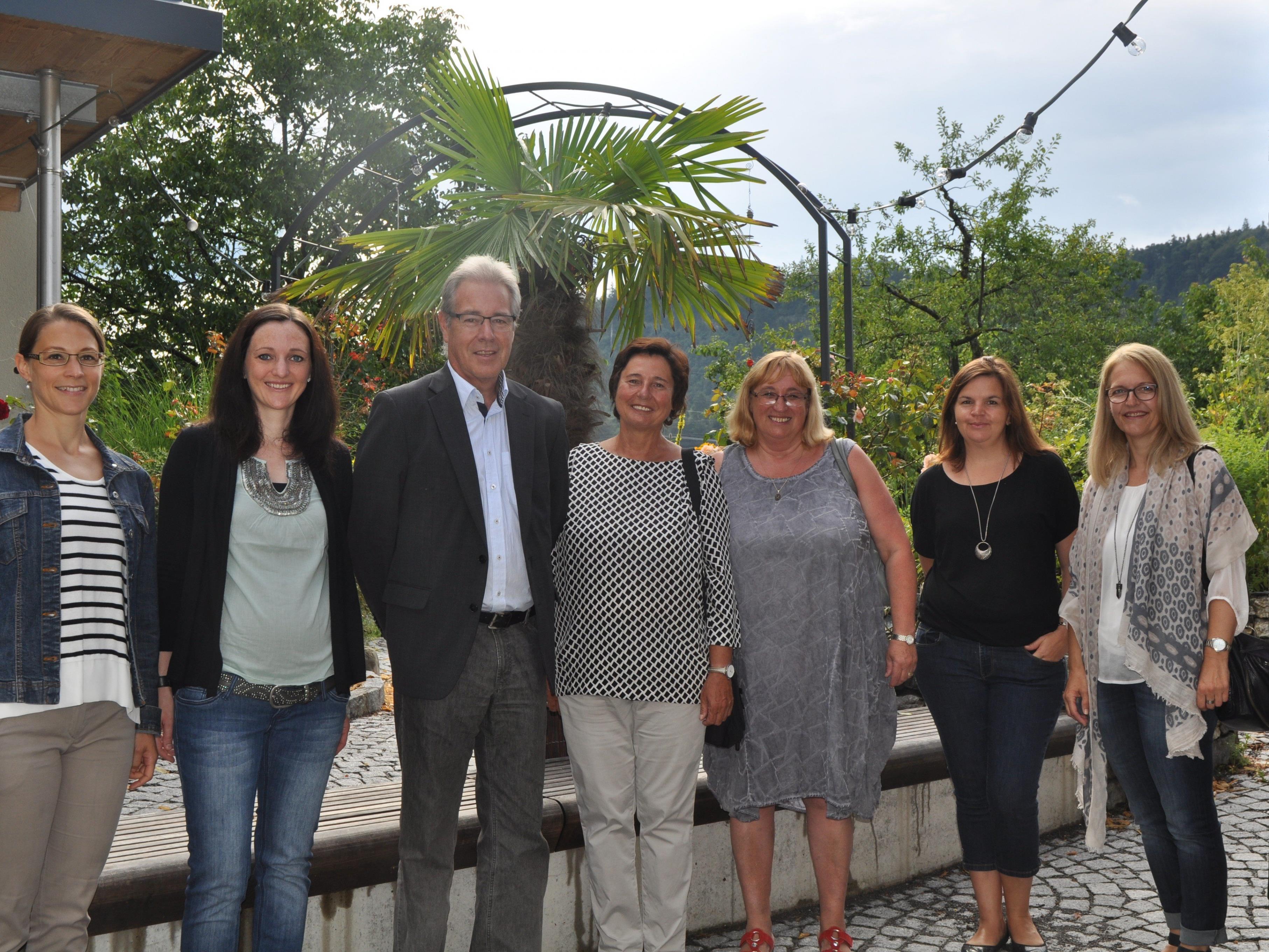 VS-Direktorin Magdalena Bromundt (Mitte) wurde in die Pension verabschiedet.