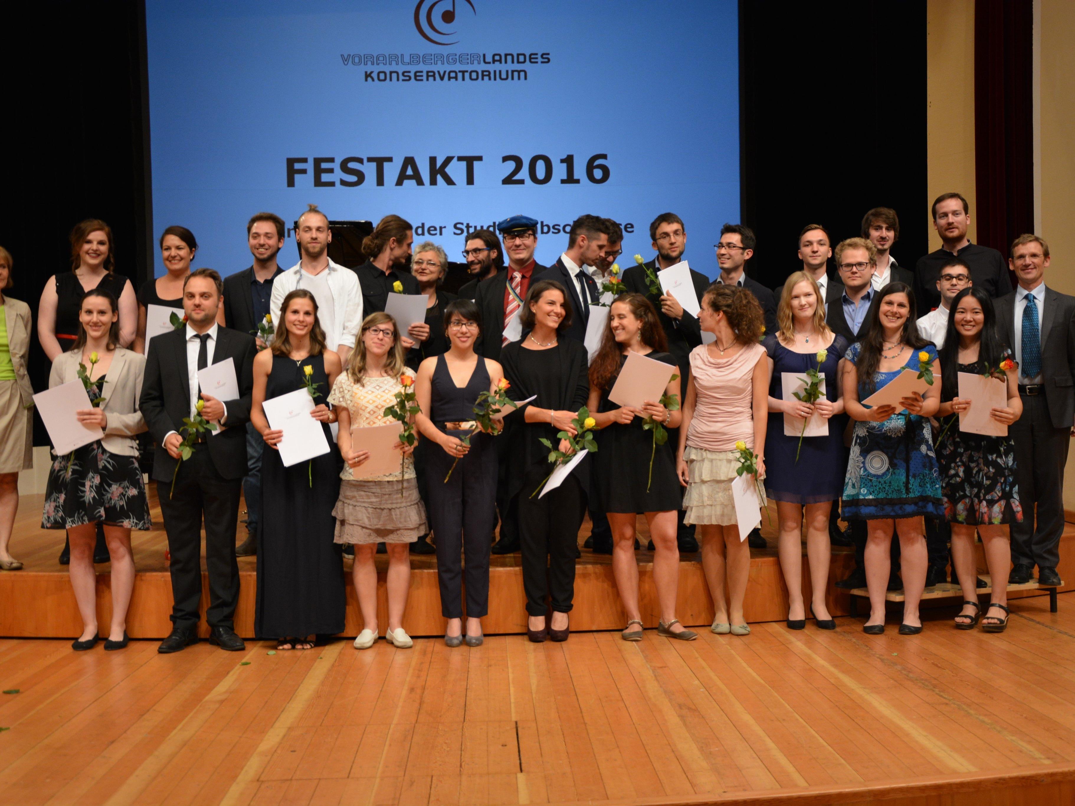 Absolventen Bachelor Instrumental- und Gesangspädagogik sowie Diplomabschlüsse Künstlerische Studien.