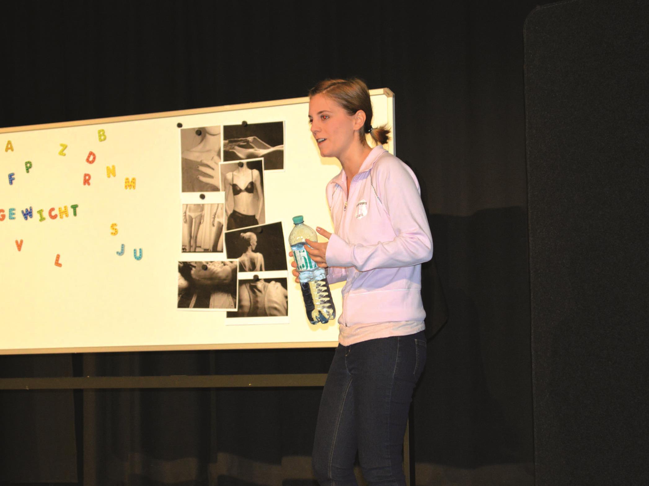 Cornelia Wöß begeisterte mit PRO AN(N)A im Alten Kino in Rankweil.