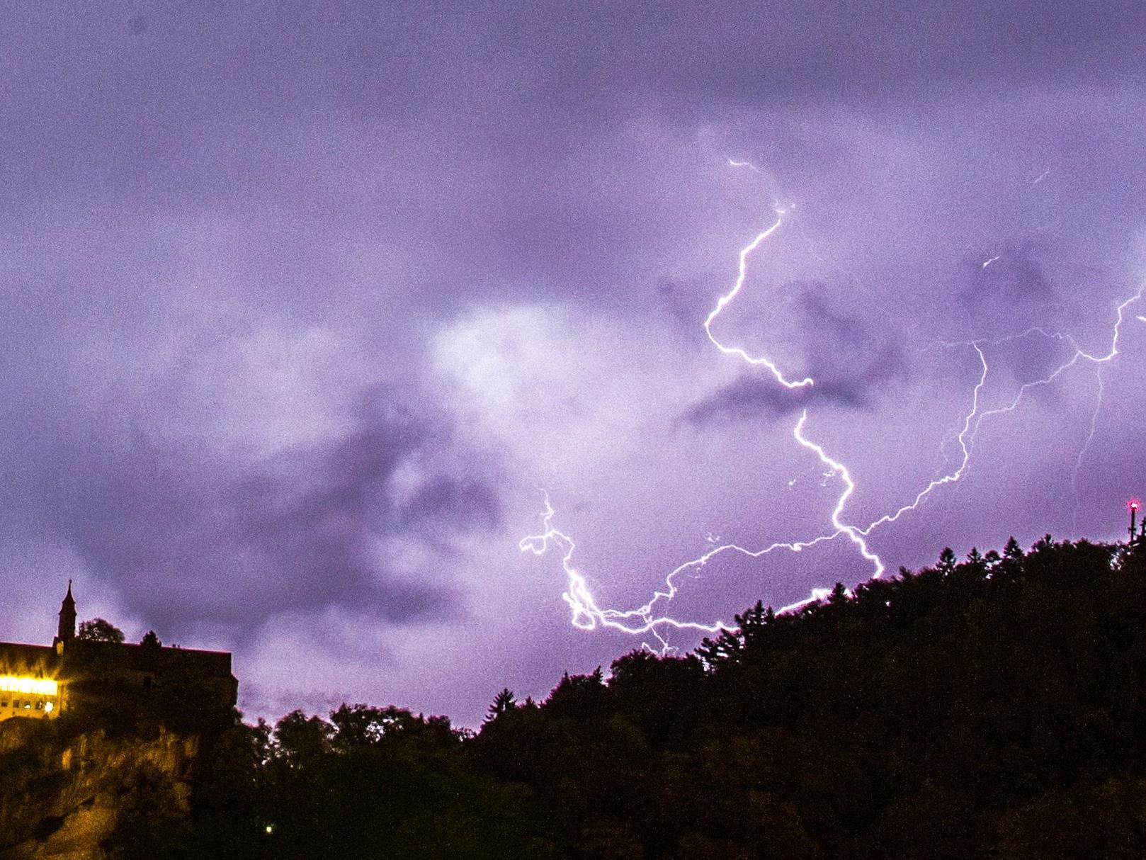 Von Montag Nachmittag bis Dienstag Morgen ist in Vorarlberg schweren Gewittern, Sturmböen und sogar Hagel zu rechnen.