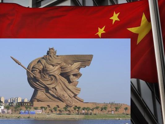 Die gigantische Statue zu Ehren des Generals Guan Yu.