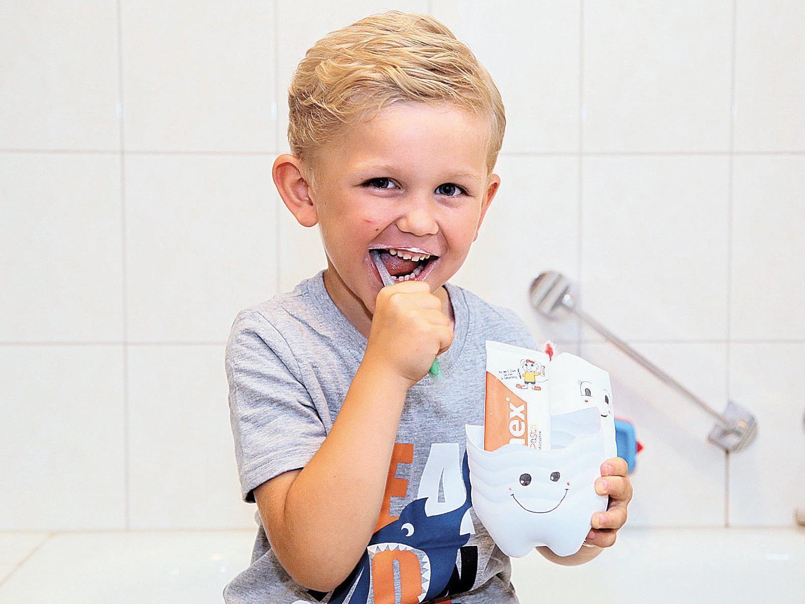 So macht Zähneputzen doppelt Spaß – mit selbst gebastelten Putzbechern.
