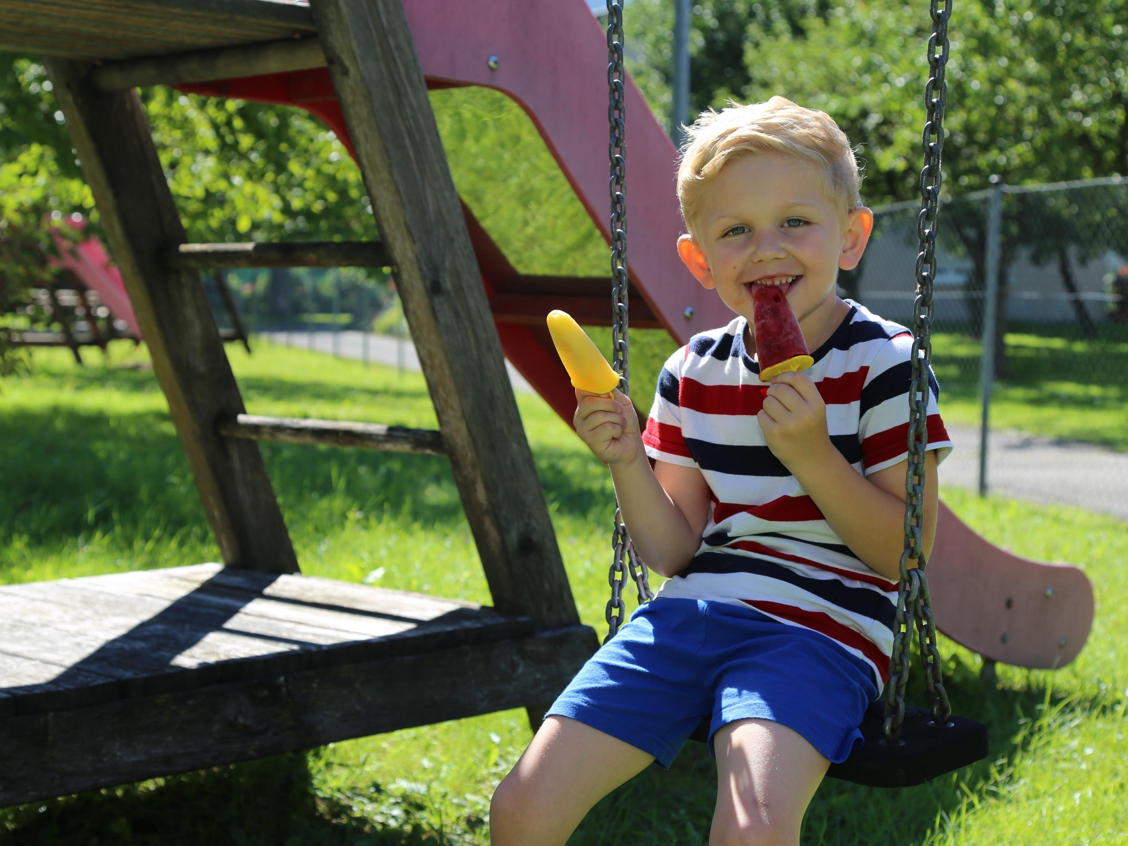 Ein leckeres und vor allem gesundes Eis am Stiel sorgt für eine Erfrischung im Sommer.