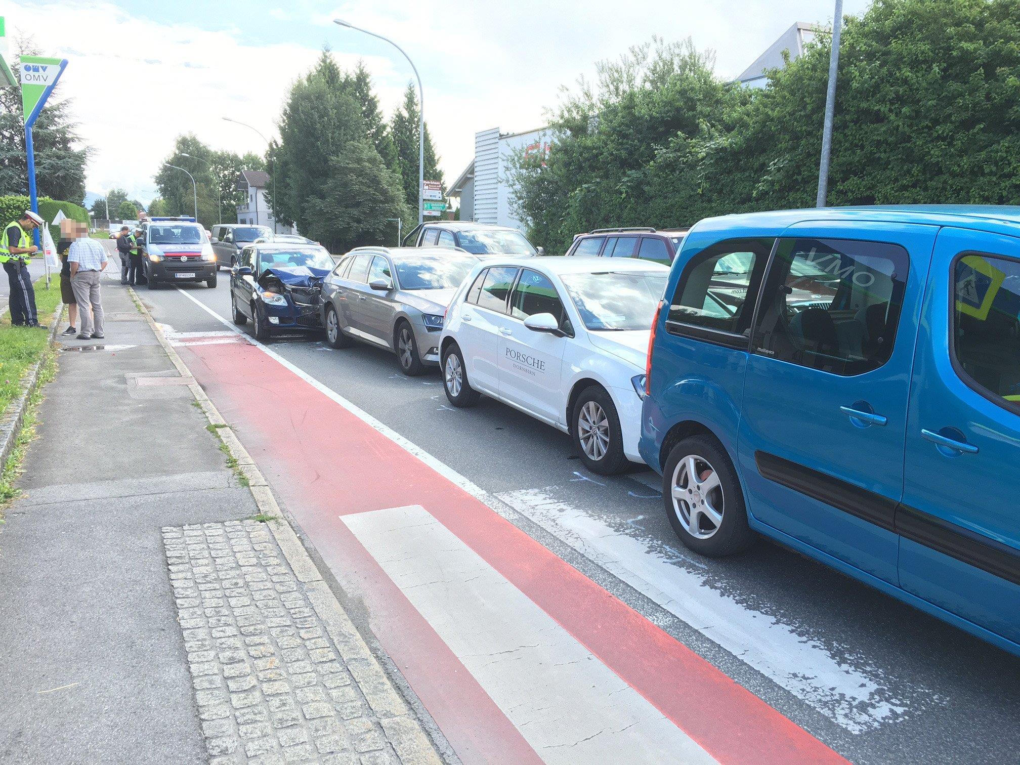 Vier Fahrzeuge waren in den Auffahrunfall in Lustenau verwickelt.