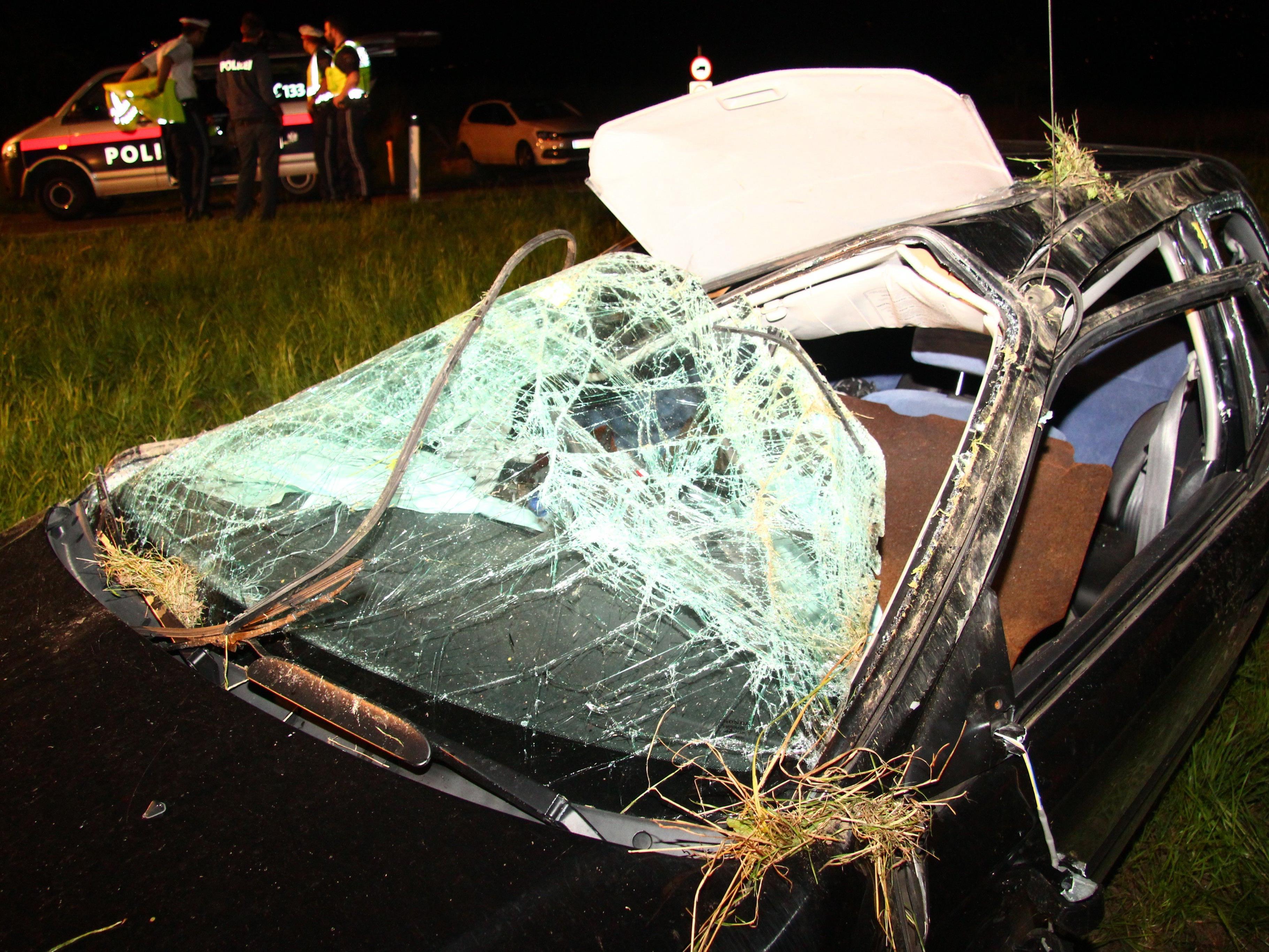 Bei einem Unfall nach einem Ausweichmanöver auf der Schweizerstrasse Richtung Dornbirn wurden gestern Abend zwei Menschen verletzt.