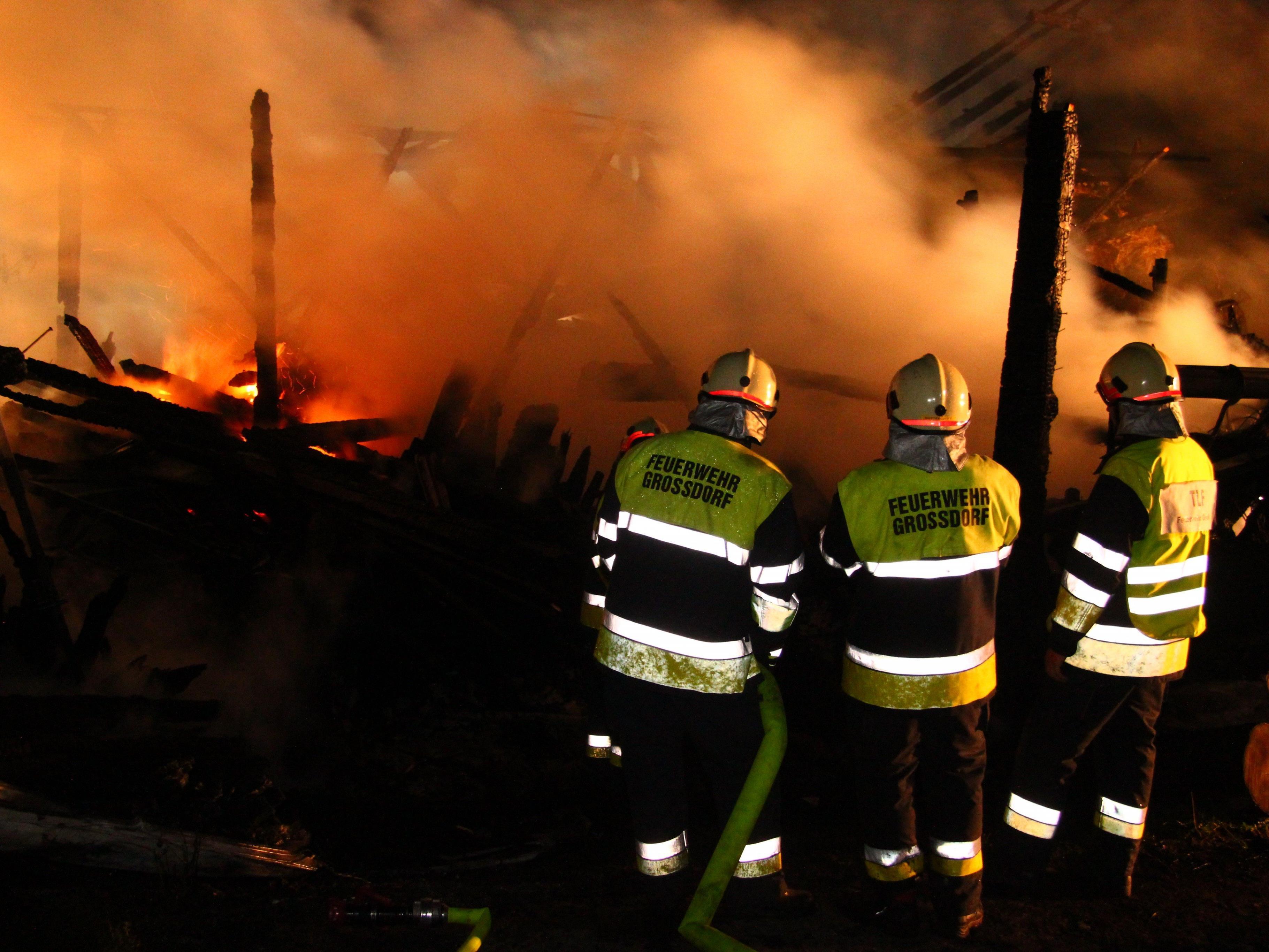 Ein Stallgebäude in Müselbach geriet in der Nacht auf Montag in Vollbrand.
