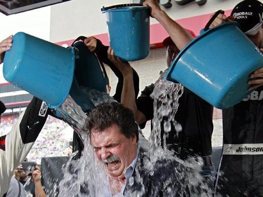 """Die """"Ice Bucket Challenge"""" ging 2014 um die Welt."""