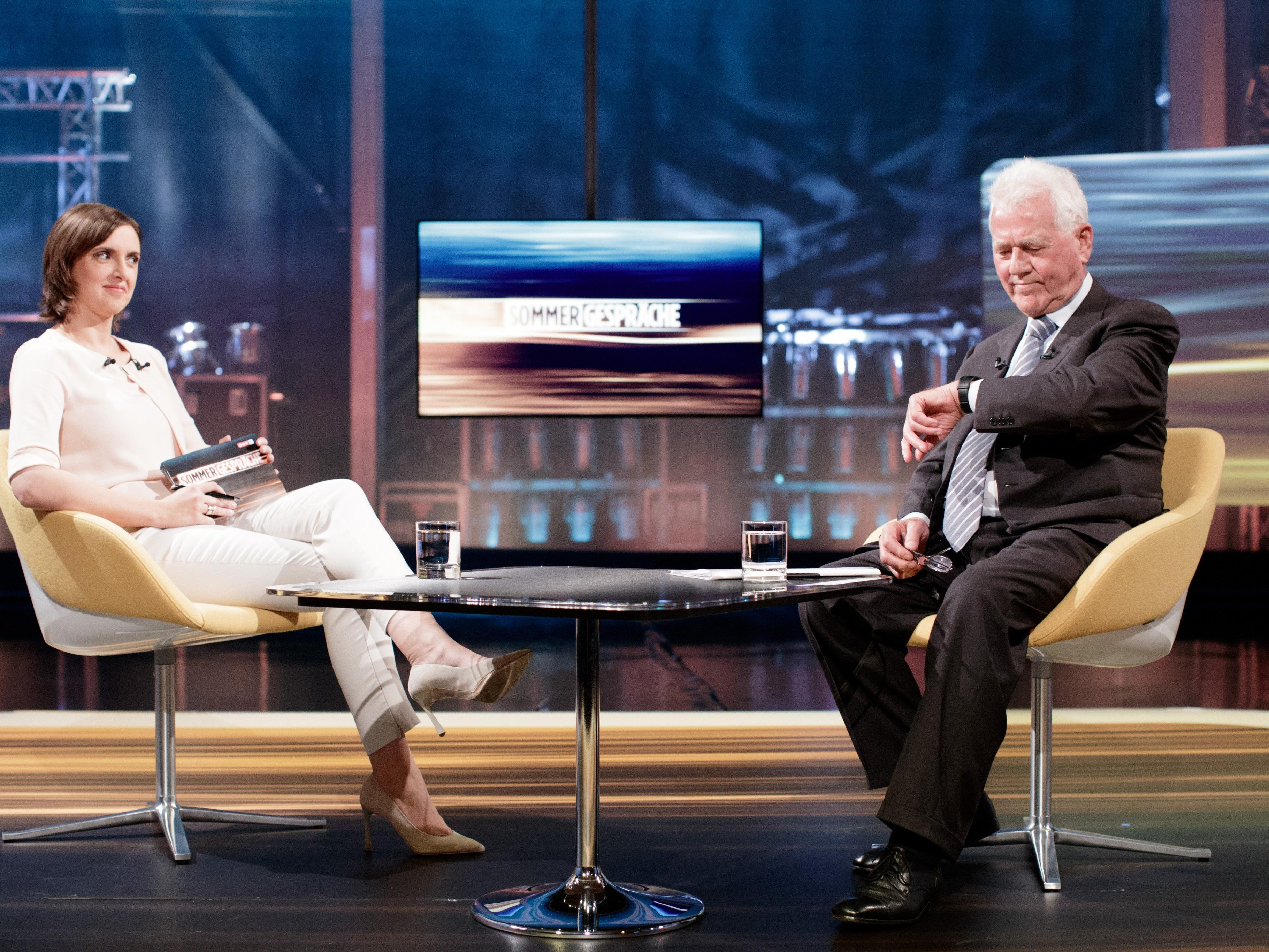 Frank Stronach mit Susanne Schnabl im ORF-Studio.