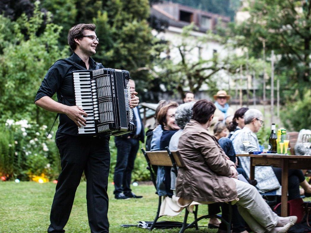 Picknick-Konzert im Klostergarten