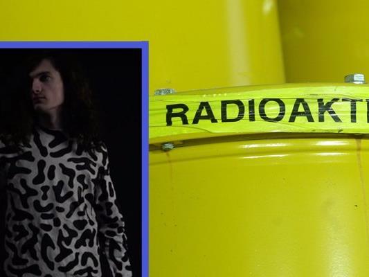 Einer der High-Tech-Pullover warnt den Nutzer vor erhöhter Radioaktivität.