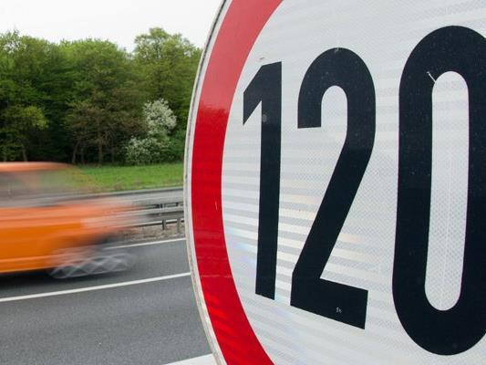 Zwischen Rheineck und St. Margrethen ist man jetzt wieder mit 120 km/h unterwegs. (Symbolbild)