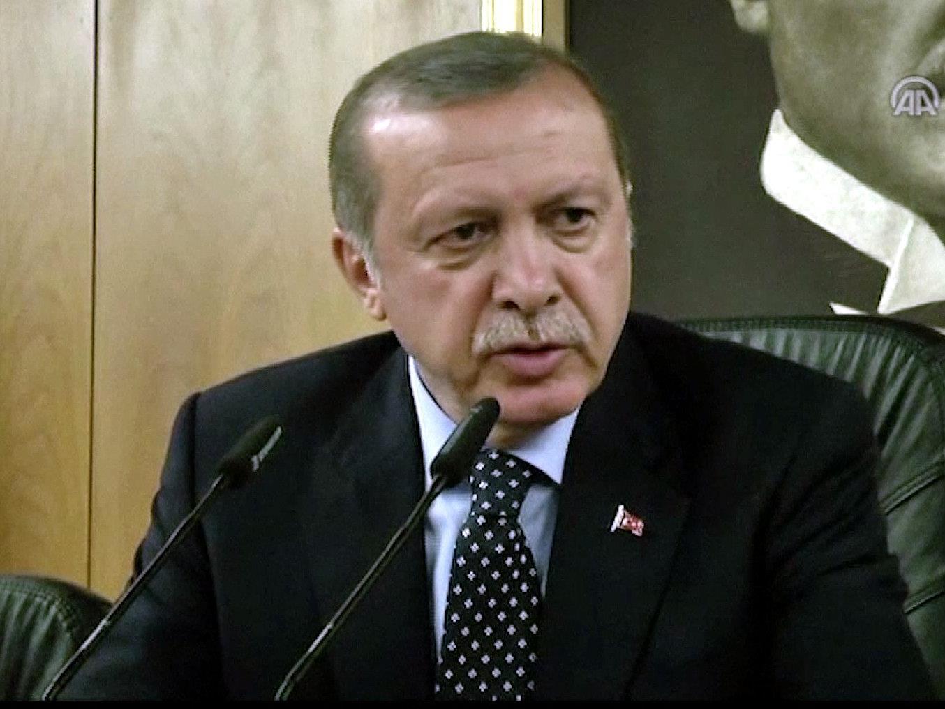 Erdogan übersteht blutigen Putschversuch des türkischen Militärs.