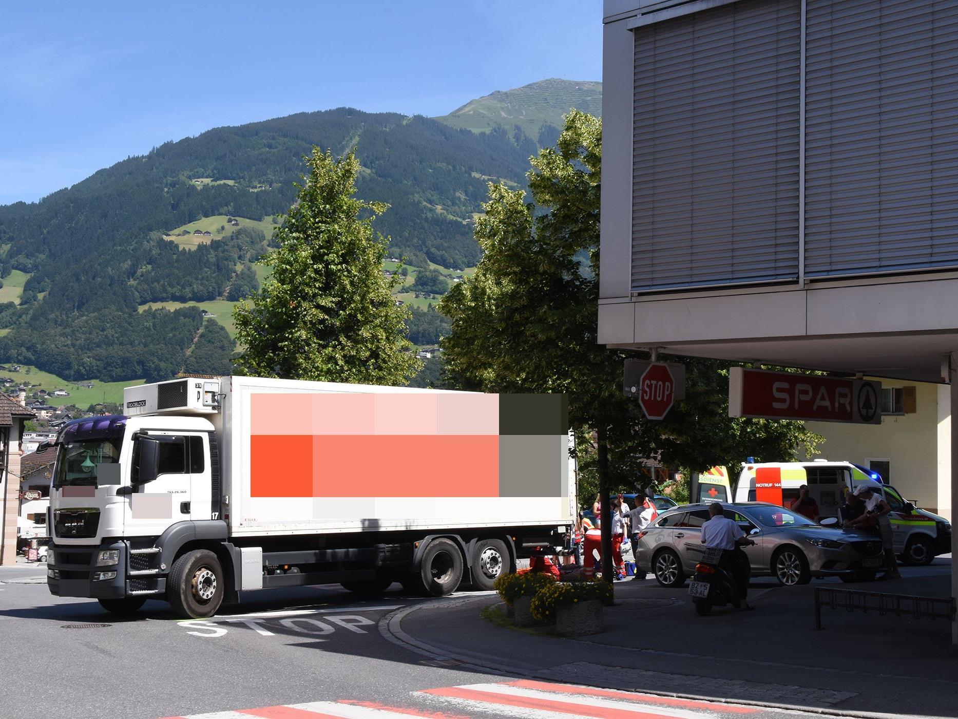Mann schwer verletzt ins Lkh Feldkirch eingeliefert.