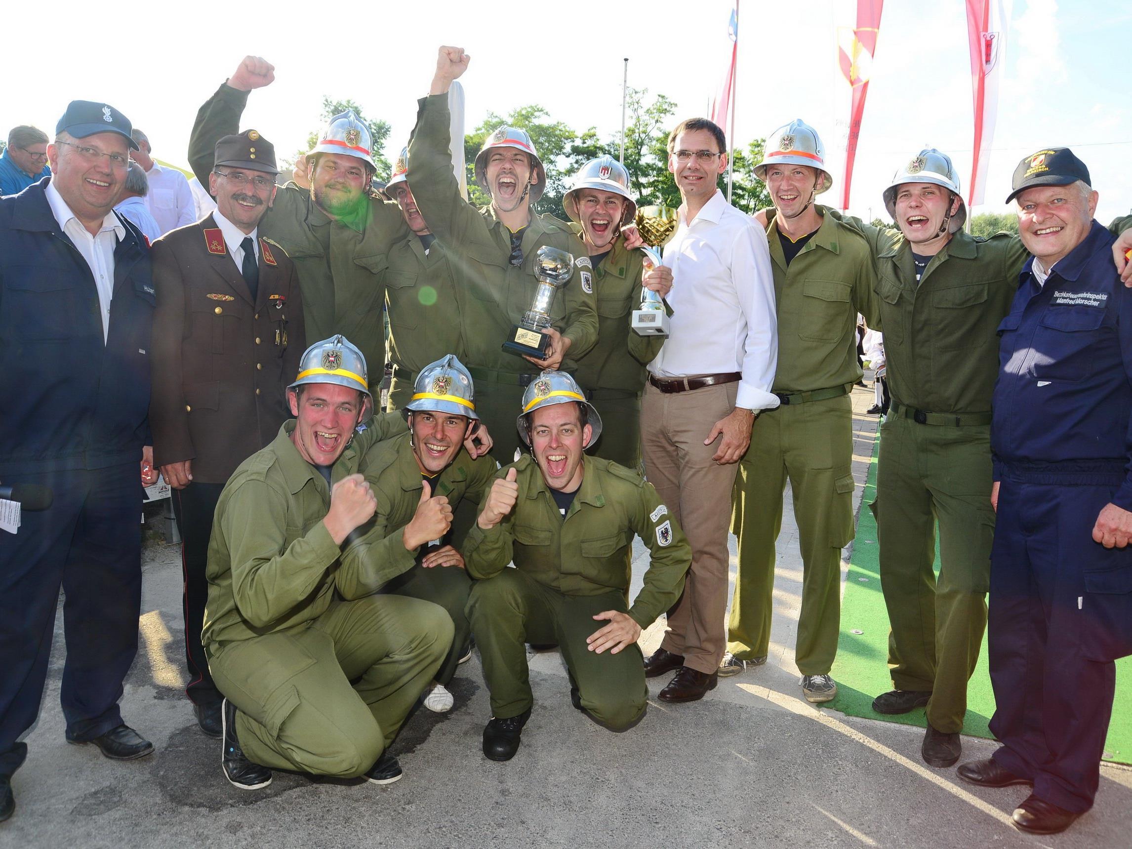 Landeshauptmann Markus Wallner gratulierte den Wettkämpfer der Ortsfeuerwehr Röns