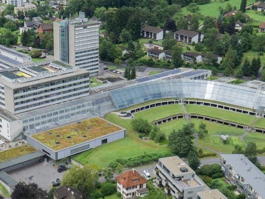 Konkret geht es um die Schrägdachverglasung beim LKH Feldkirch