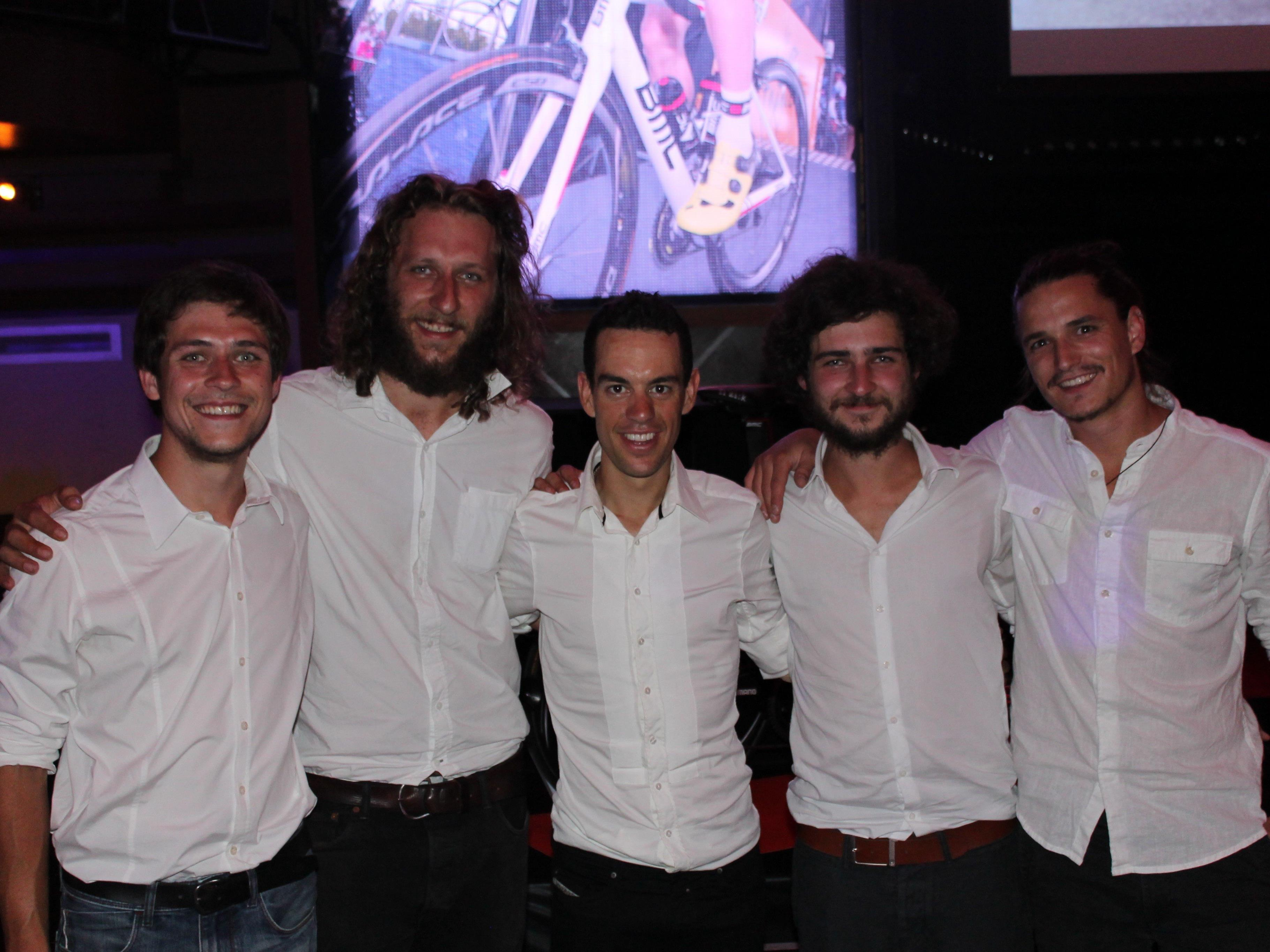 """Richie Porte (Mitte) mit """"kurzfristig"""": Julian Nachbaur, Fabian Nachbaur, Stefan Nachbaur und Matthias Nachbaur."""