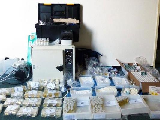 Fahnder fanden jede Menge Doping- und Potenzmittel.