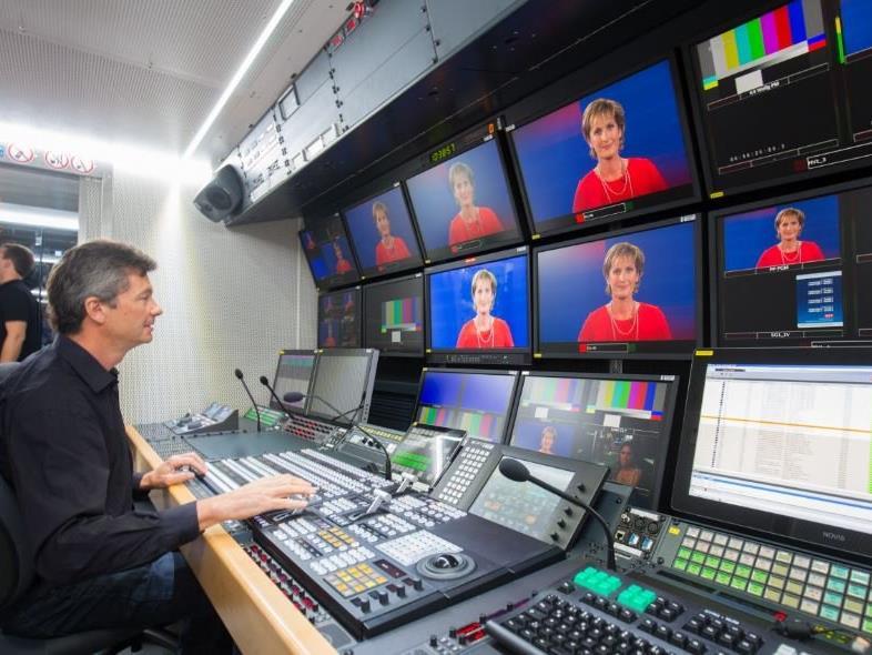 Ein Blick in den neuen Übertragungswagen des ORF Vorarlberg.