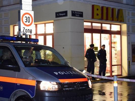 Der bei einer Schiesserei in einem Supermarkt in Wien-Penzing angeschossene Polizist ist gestorben.