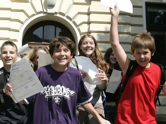 Nach der Zeugnisverteilung beginnen für rund 450.000 Schüler die Sommerferien