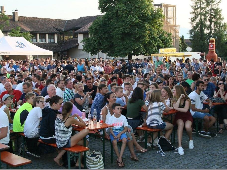 Mindestens 3000 Fans sorgten auf dem Rankweiler Marktplatz für eine Megastimmung