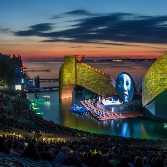 Turandot auf der Bregenzer Seebühne.