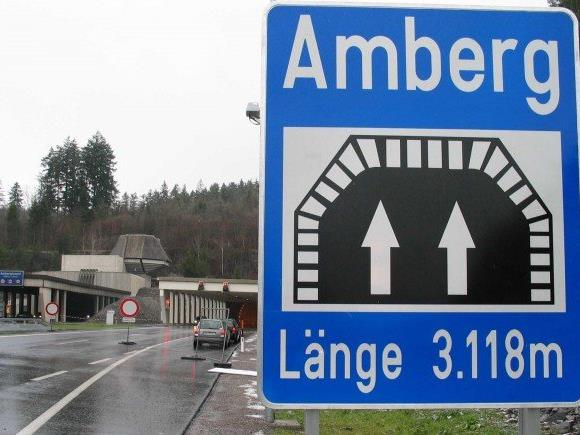 Heute beginnen am Ambergtunnel auf der A14 bei Feldkirch Sanierungsarbeiten. Jeweils eine Tunnelröhre muss bis zum Abschluss der Arbeiten in der Nacht gesperrt werden.