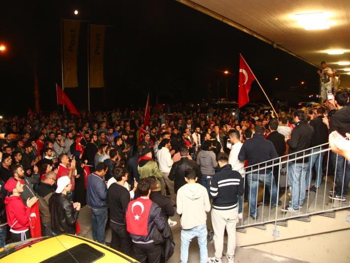 Hunderte Türken demonstrierten in Wolfurt gegen den Putsch
