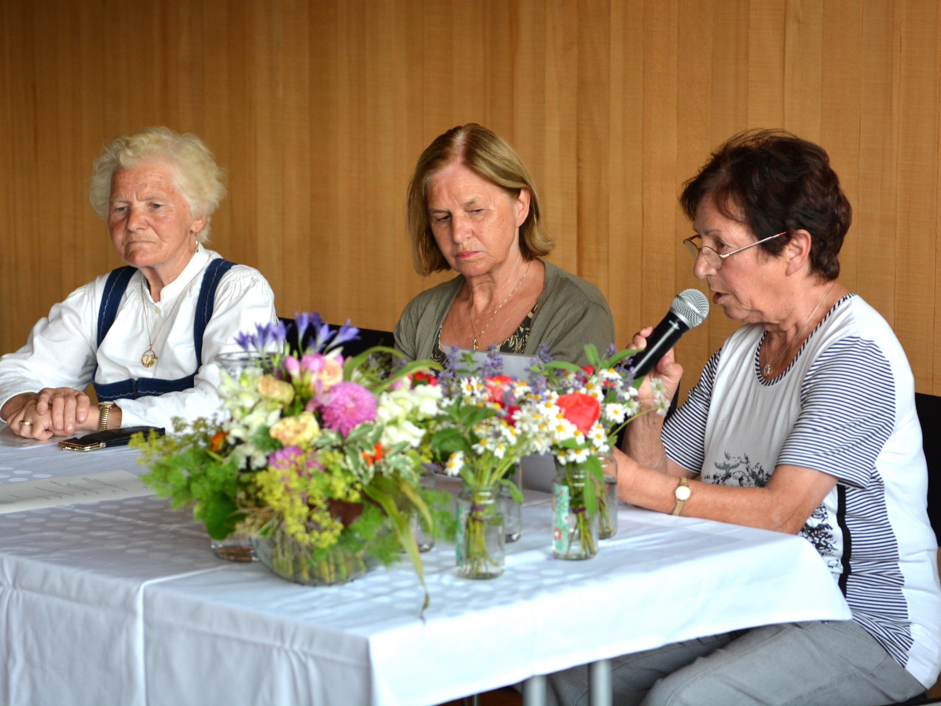 Die Autorinnen bei der ersten Lesung in Ludesch v.li. Hermine Bischof, Irma Hirschauer u. Hannelore Kaufmann