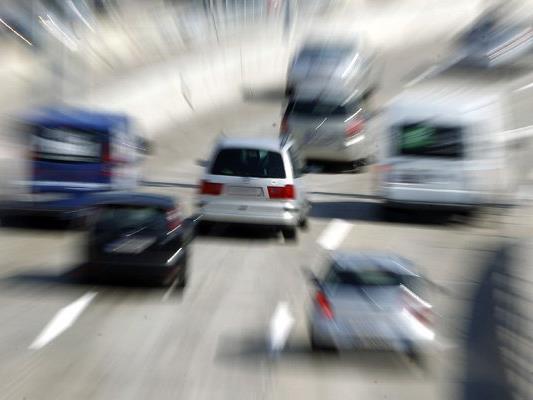 Auf einer englischen Autobahn kam es beinahe zu einem Unfall mit Fußgängern. (Symbolbild)