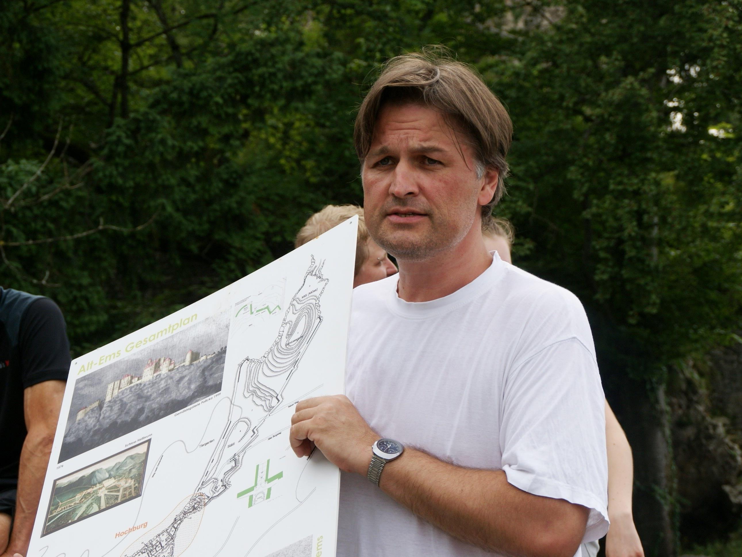 Raimund Rhomberg informierte über den Stand der Sanierungsarbeiten und deren Wichtigkeit.