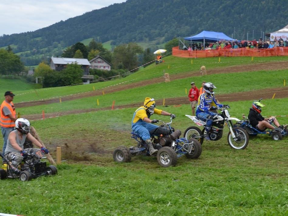 Aktionreiche Szenen bietet das alljährliche Mofacrossrennen im Krumbach.