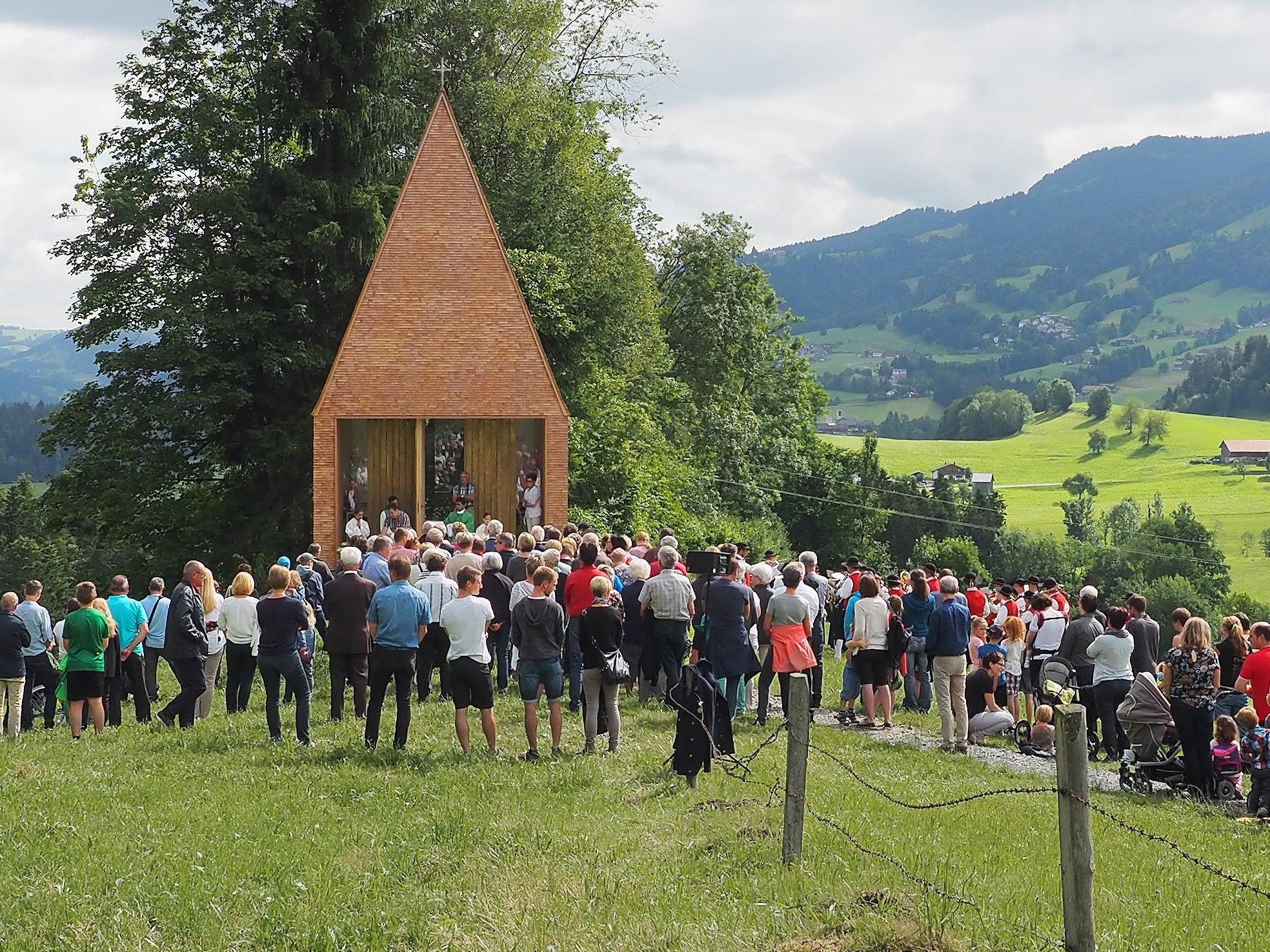 Die neue Kapelle in Salgenreute besticht durch ihre moderne Raumform.