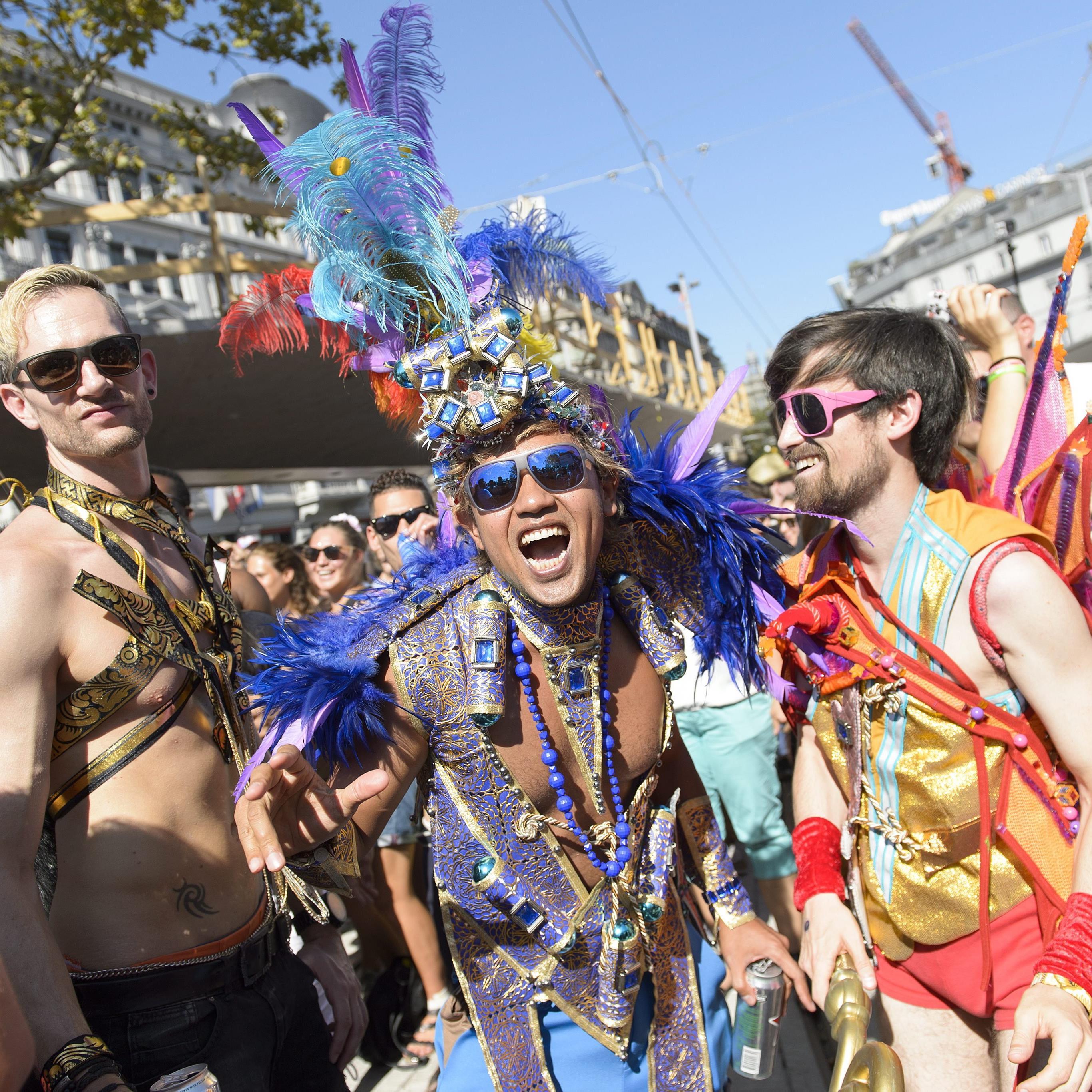Besucher auf der Streetparade in Zürich