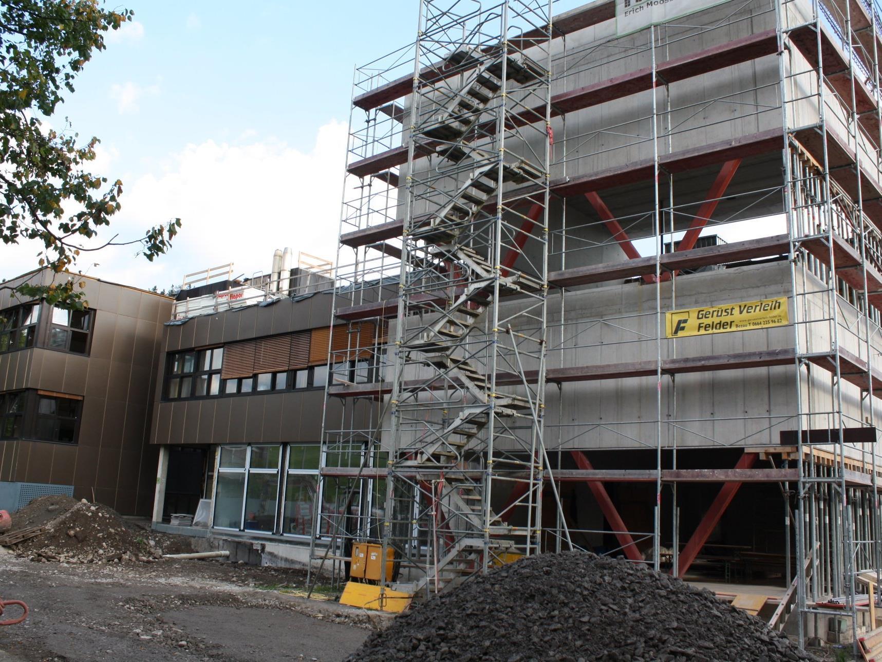 Die Umbau- und Erweiterungsarbeiten am BORG Egg laufen auf Hochtouren.
