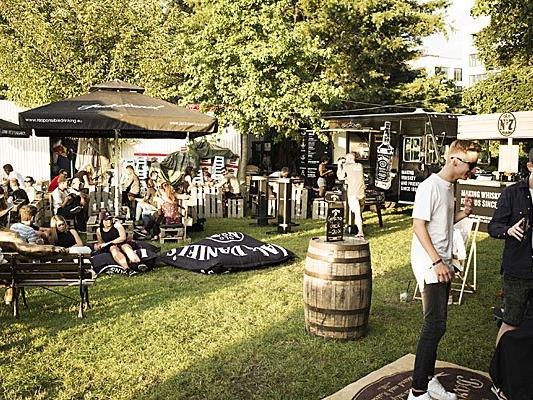 """Eine stilechte """"Jack Daniel's"""" Bar wird es auch beim Szene Open Air in Lustenau geben."""