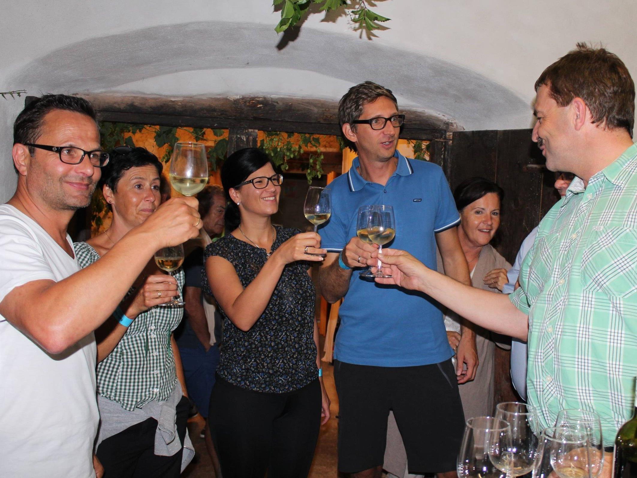 Gesellige Weinrunden in Bildsteins Kellern am Freitag.