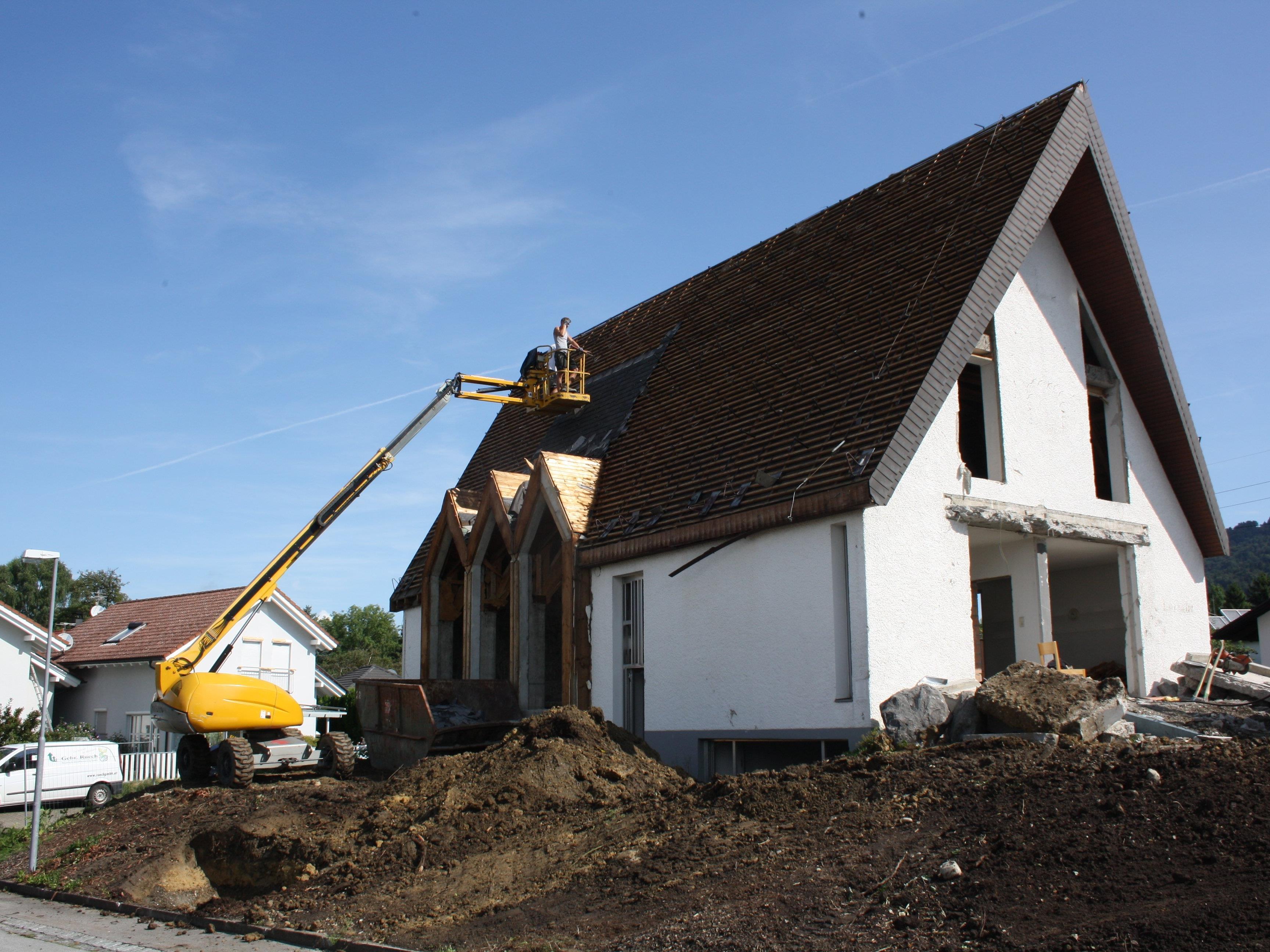 Die Neuapostolische Kapelle an der Dr.-Huber-Straße in Lochau wird abgebrochen und macht damit Platz für eine Kleinwohnanlage.