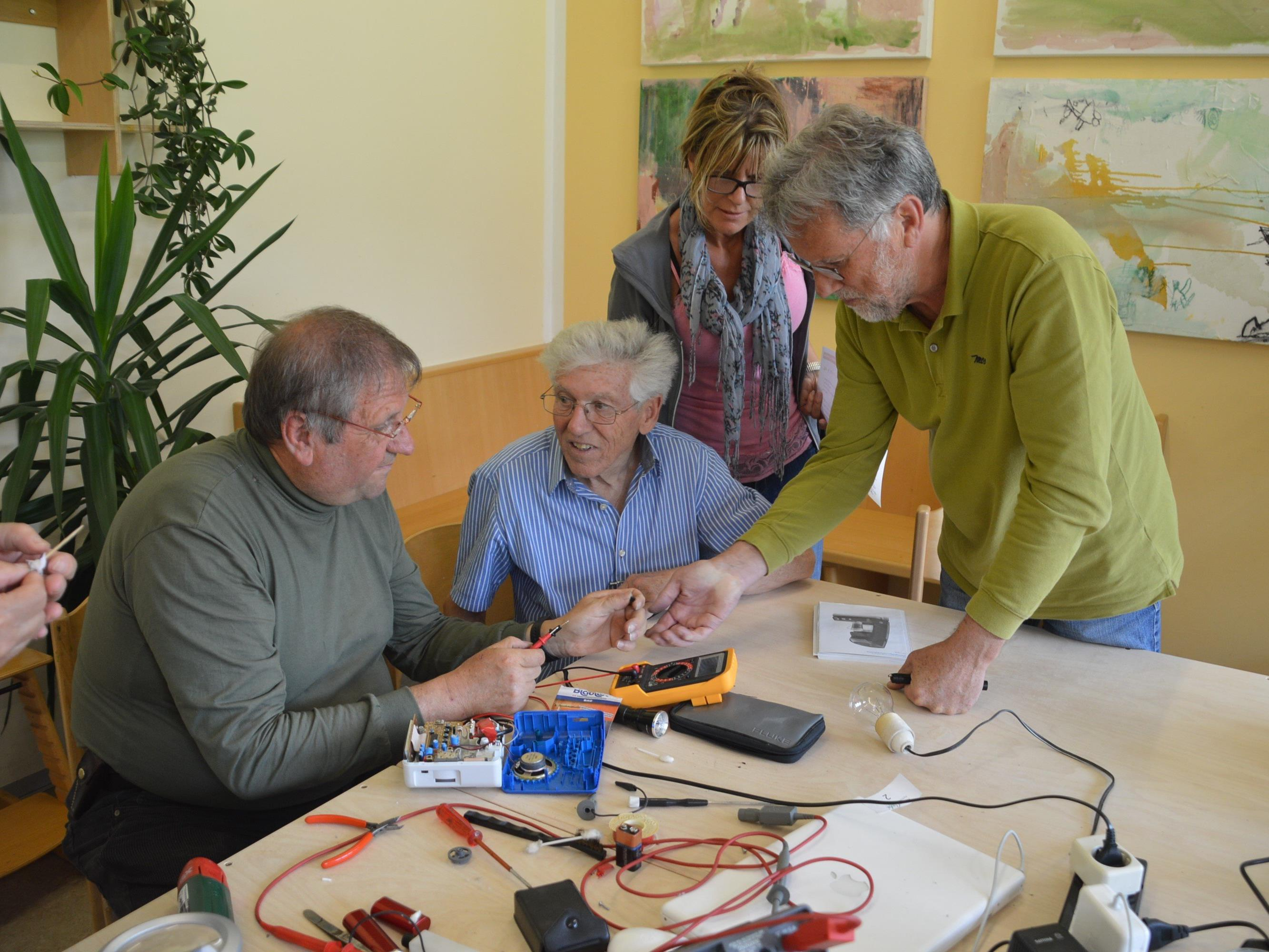 Was macht man mit einem defekten Radio, einem nicht mehr funktionierenden Spielzeug oder einer kaputten Kaffeemaschine? Kommen Sie ins Rankler Reparaturcafé.