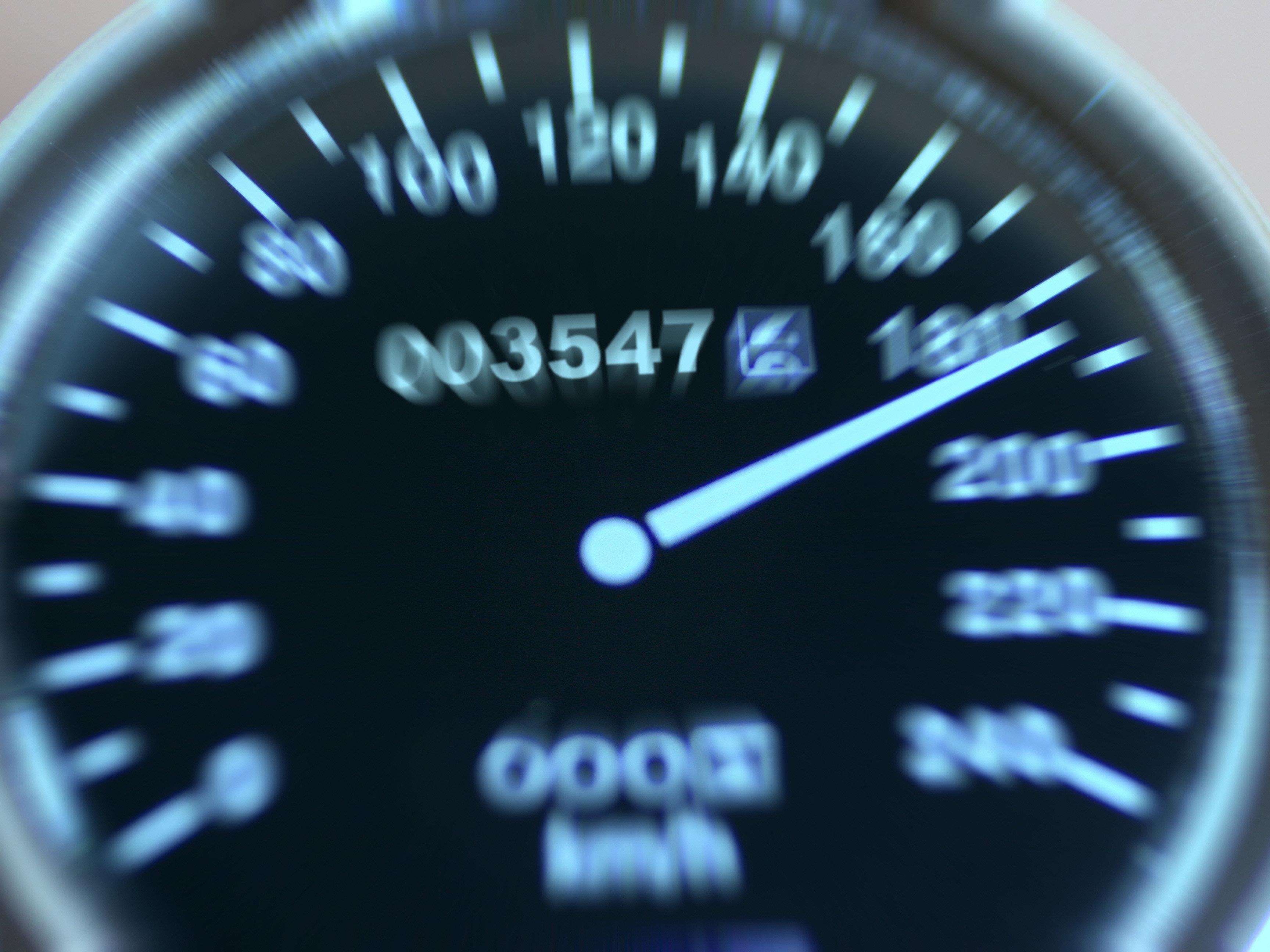 Der Mann verwechselte Meilen mit Kilometer pro Stunde.