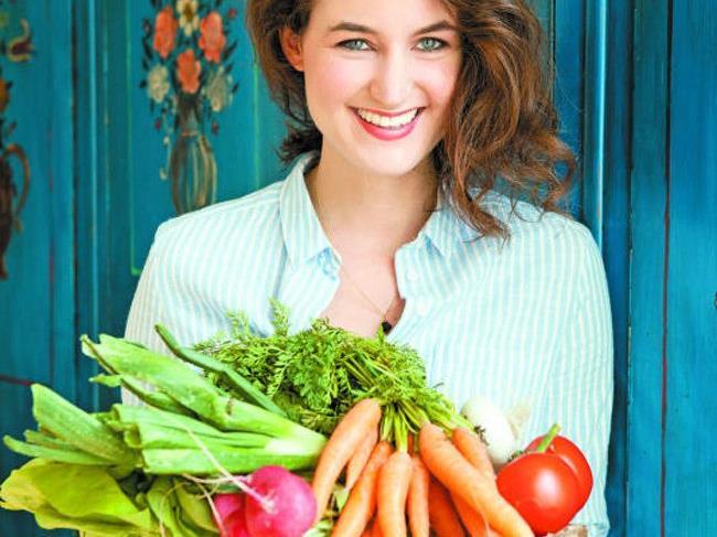 Eva Fischer aus Dornbirn ist ausgebildete Gesundheitsmanagerin, Ernährungsexpertin, Foodfotografin, -Stylistin und Rezeptentwicklerin.