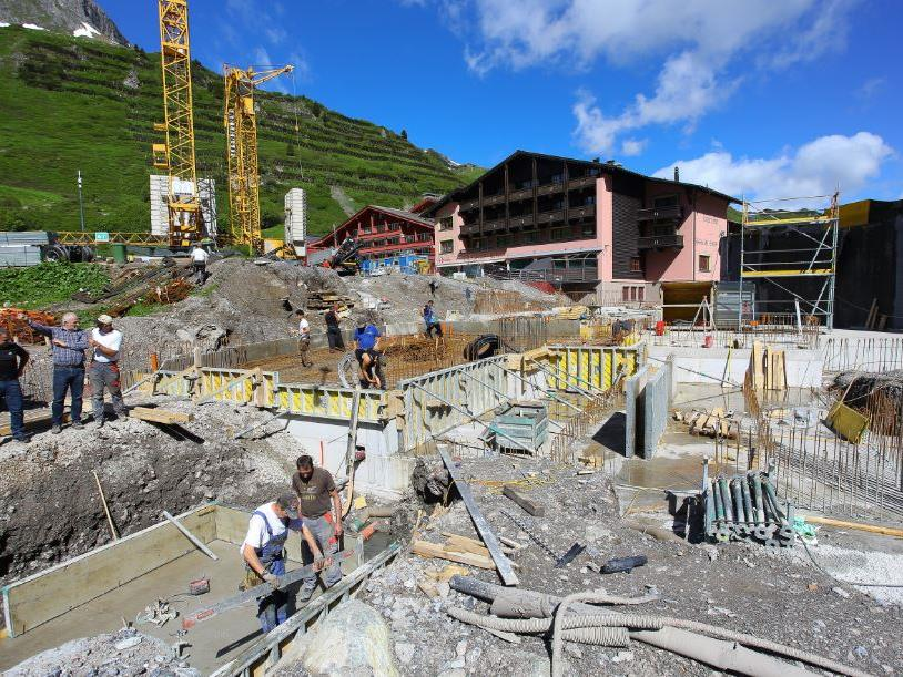 Bauarbeiten an der neuen Trittkopfbahn in Zürs.