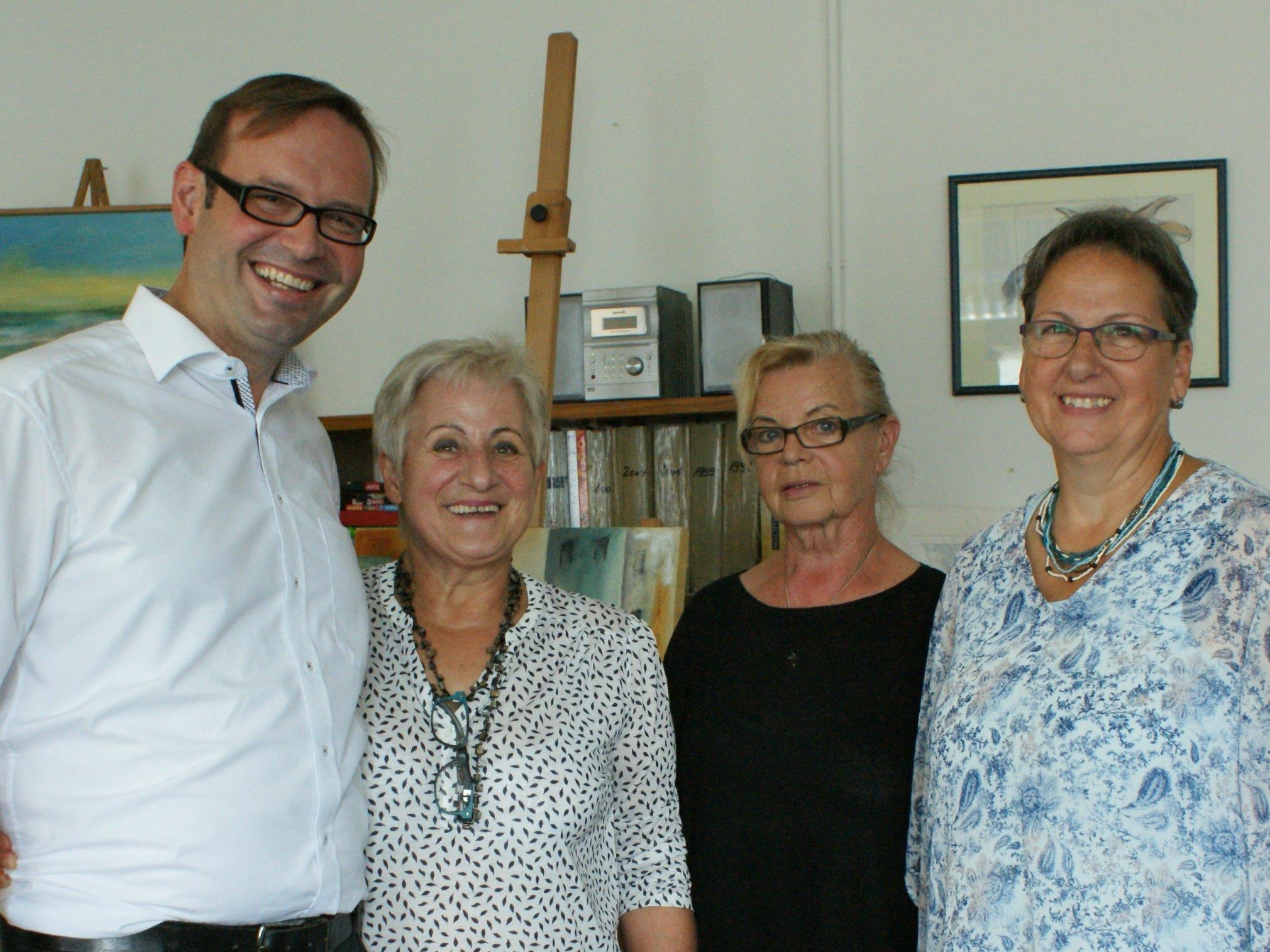 Daniel Steinhofer mit Irmgard, Sylvia und Traudl (Kreaktiv-Team)