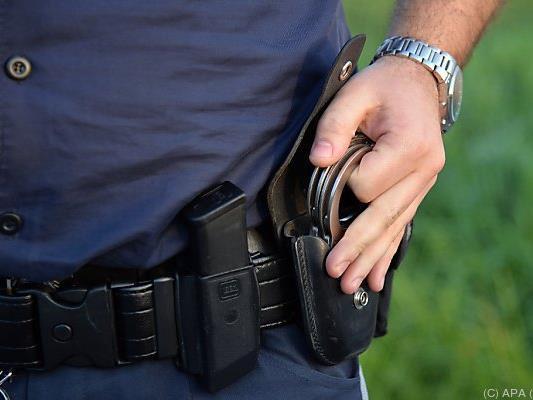 Einer der Täter wurde beim versuchten Einbruchsdiebstahl in eine Bäckerei neben dem Landesgericht festgenommen.
