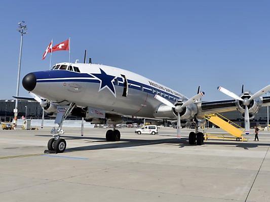 Super Flugzeug: Lockheed L-1049 Super Constellation in Wien