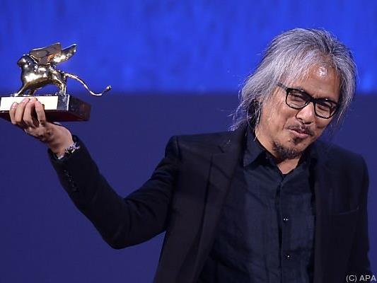 """Lav Diaz mit dem Goldenen Löwen für """"The Woman Who Left"""""""