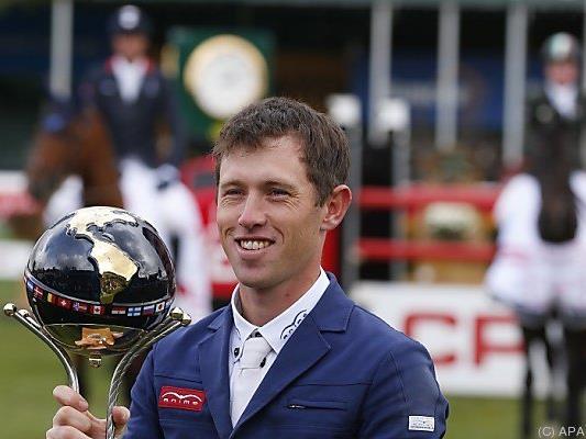 Scott Brash mit seinem Pokal