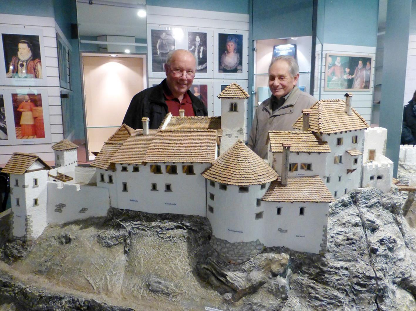 Im Museum auf Zeit ist ein dreieinhalb Meter langes Burgenmodell von Alt-Ems zu besichtigen.
