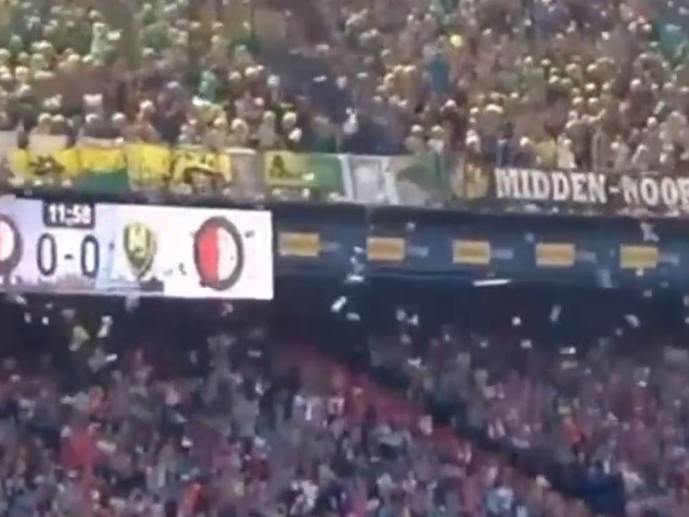 Fußballfans Lassen Kuscheltiere Vom Himmel Regnen Sport Volat